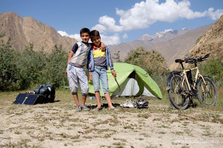 Tádžikistán, Kempování za Chorogem - Tajikistan, Camping behind Khorog