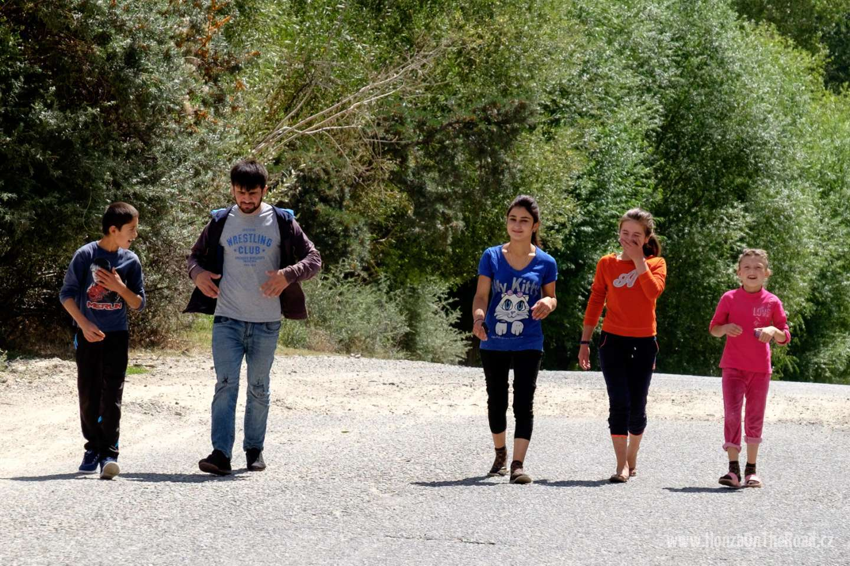 Tádžikistán, Místní mládež - Tajikistan, Local youth