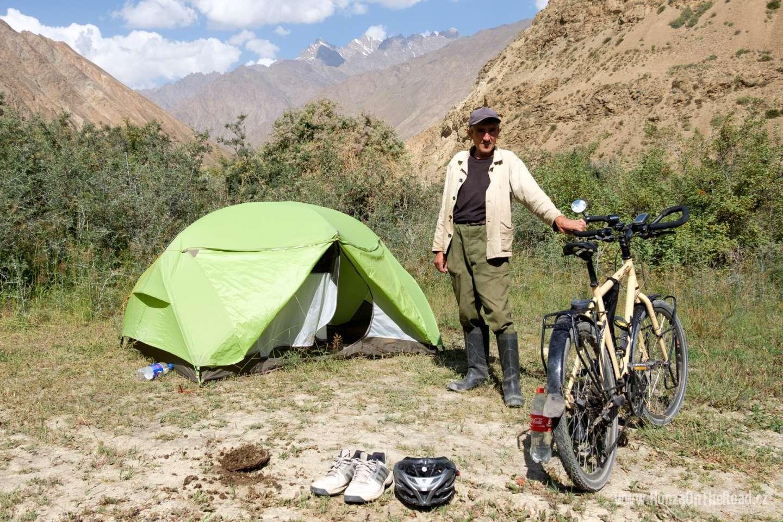 Tádžikistán, Majitel louky, kde jsem přespával - Tajikistan, The owner of the place where I put up my tent