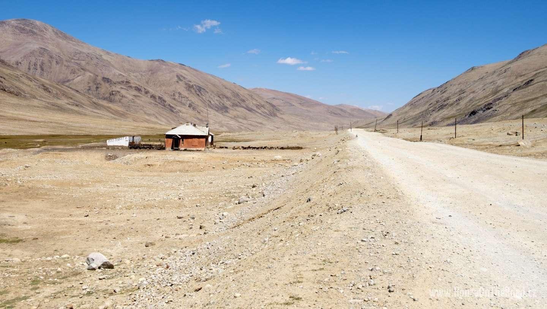 Tádžikistán, Osamocené stavení v Pamíru - Tajikistan, A lonely house in Pamir