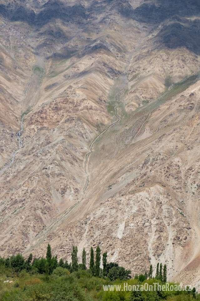 Tádžikistán, Poblíž pamírské vesnice - Tajikistan, Close to a Pamir village