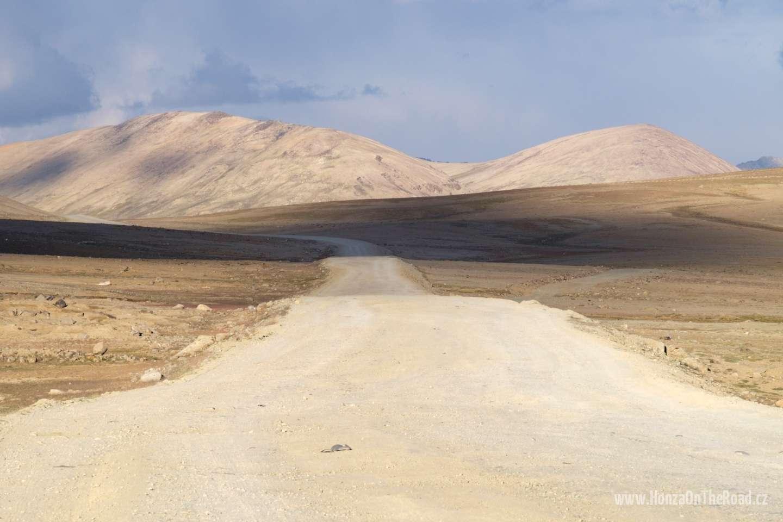 Tádžikistán, První pamírské sedlo - Tajikistan, The first pass in Pamir