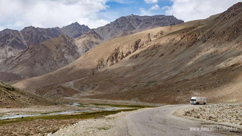 Tádžikistán, Stoupání do sedla - Tajikistan, Climbing a pass