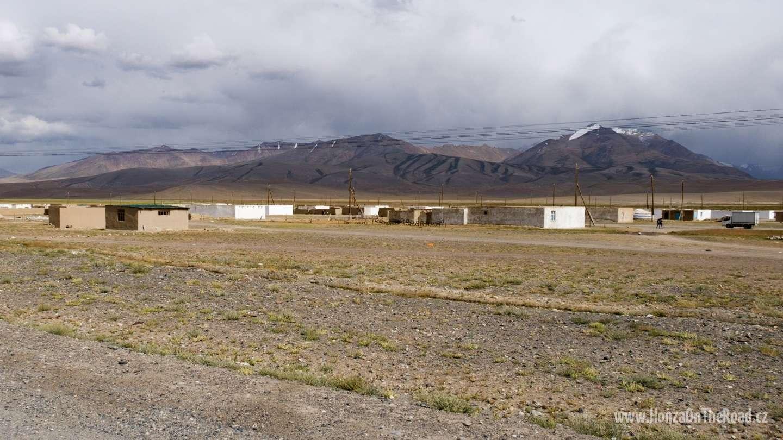 Tádžikistán, Vesnice uprostřed Pamíru - Tajikistan, A village in the middle of Pamir
