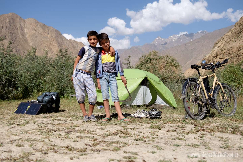 Tádžikistán, Kempování za Chorogem / Tajikistan, Camping behind Khorog