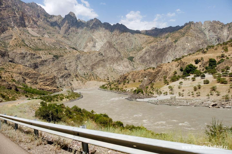 Tádžikistán, Hraniční řeka s Afghánistánem - Tajikistan, The border river with Afghanistan