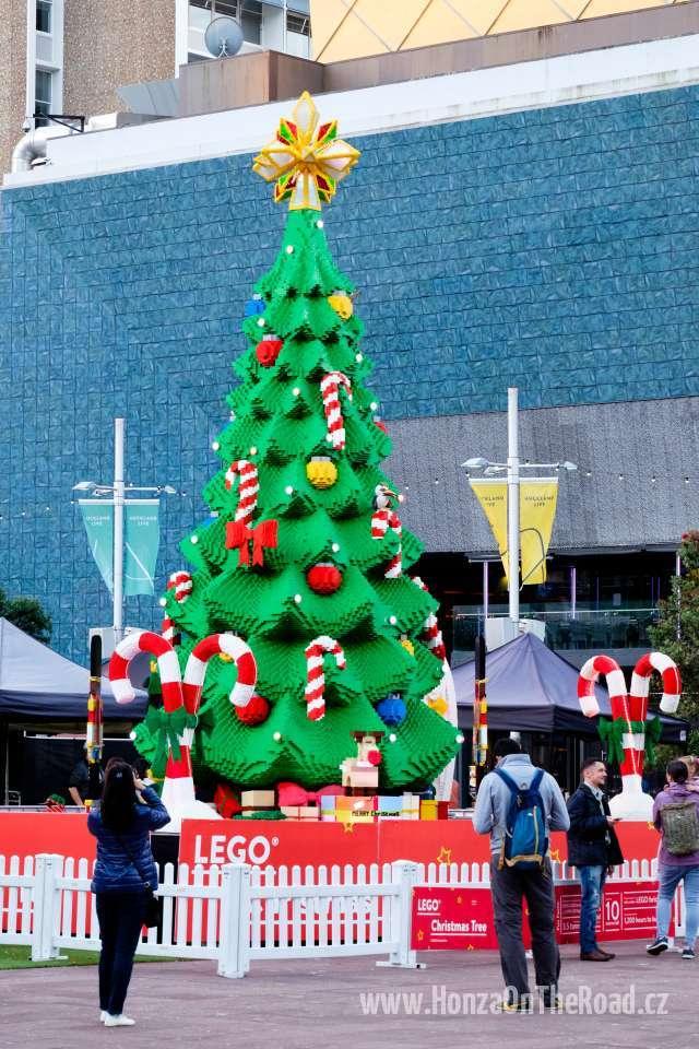 Nový Zéland, Auckland, Vánoční strom z Lega - New Zealand, Auckland, Lego Christmas Tree-2
