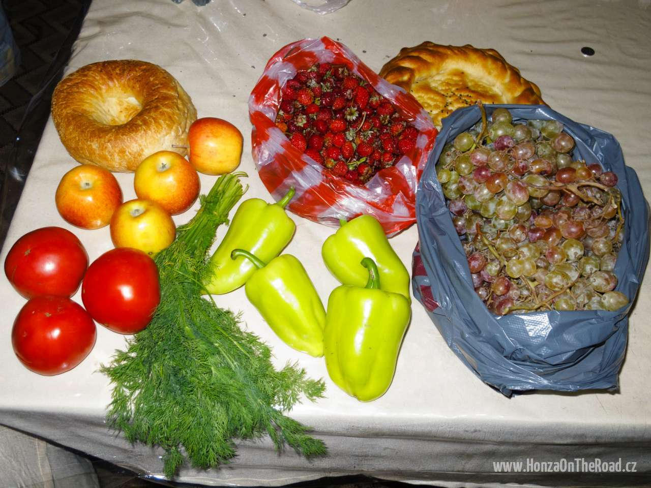 Kyrgyzstán, Nákup z trhu - Kyrgyzstan, Shopped at a market